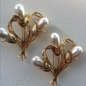 Vintage Pair of Pearl Bouquet Brooches